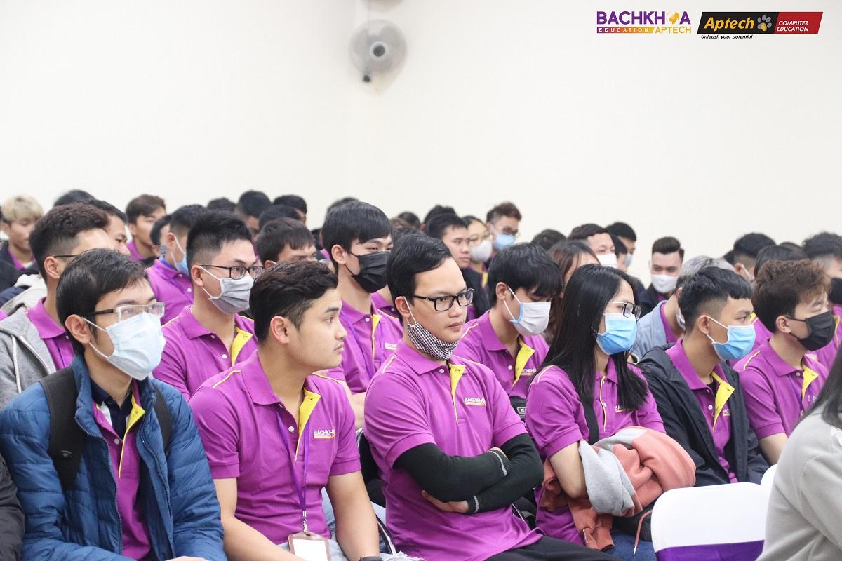 Tiêu điểm tháng 2: Sôi động buổi Lễ khai giảng của 100 bạn học viên mới